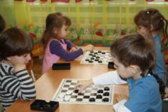 Шашечный турнир среди детей средней «А» и средней «Б» группы